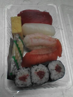 お寿司です。職人の技が光ってました
