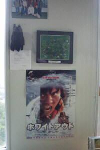 ホワイトアウトのポスターと織田裕二が映画で実際に使った手袋