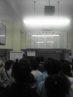 白山駅の狭い駅舎が人で溢れかえってました