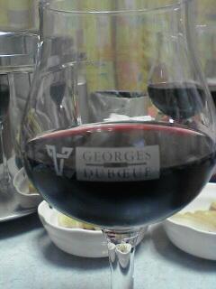 もらったワイングラスについだボジョレーです(^_^)