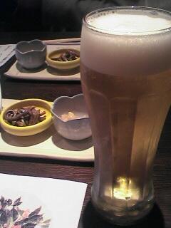 ビールとお通しです。とってもおいしそー