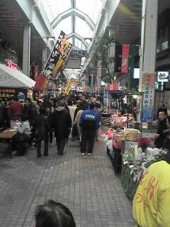 古町通り六番町です。混んでますが、写真見ると前の方にすき間が。。たまたまです(^_^;)