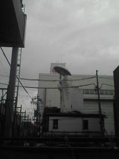 古町通りから見ました。横向きの像が見れるのもあとわずかです。