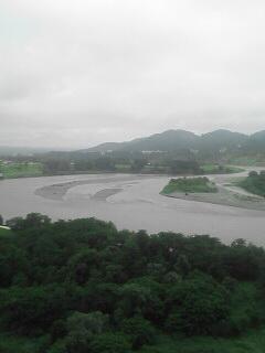 越後川口SAから下流側を。もう少し下流にいくとJRの発電所があります