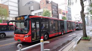新潟市役所付近を走るBRT連接バス